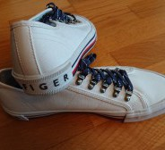 52. Tommy Hilfiger tennised 8.5 (ca 39-39,5)